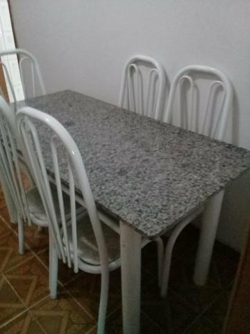 Vende-se mesa de granito,seis cadeiras,em ótimo estado, valor 400 reais - Foto 4