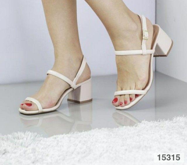 Sandália salto bloco médio  - Foto 5
