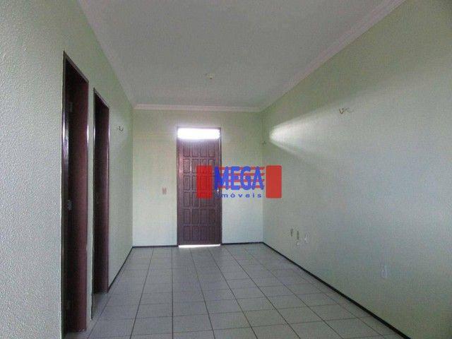Apartamento com 2 quartos para alugar, próximo à Av. Luciano Carneiro - Foto 4