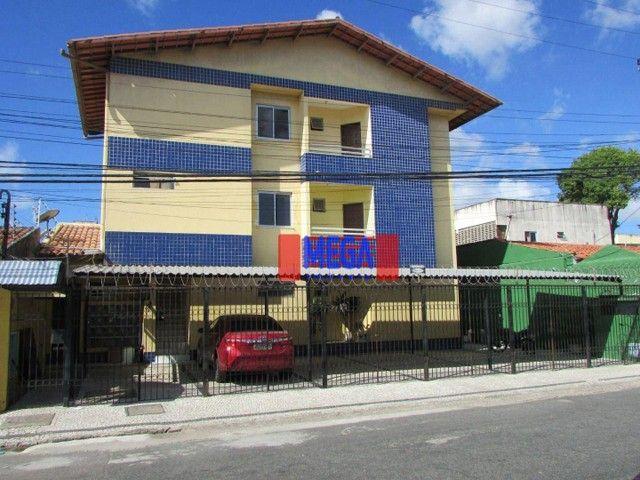 Apartamento com 2 quartos para alugar, próximo à Av. Luciano Carneiro