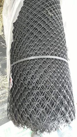 Tela plástica pinteiro de 1,50 rolo com 50 metros por 520 reais  - Foto 3