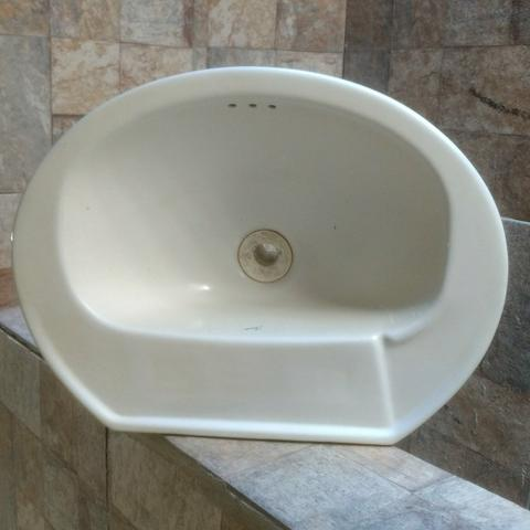 VENDO: (Pia de Louça Branca) para Banheiro ou Lavabo