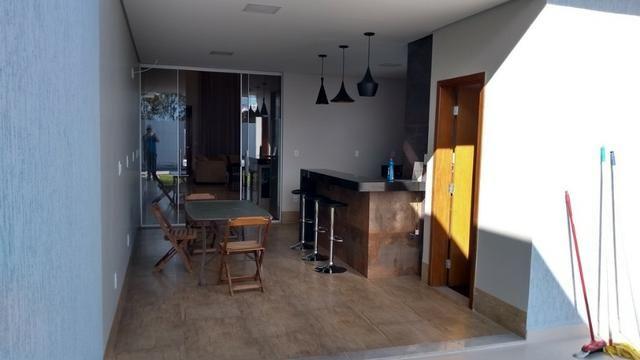 Samuel Pereira oferece: Casa 3 Suites Nova Moderna Pé Direito Duplo Piscina Churrasqueira - Foto 20
