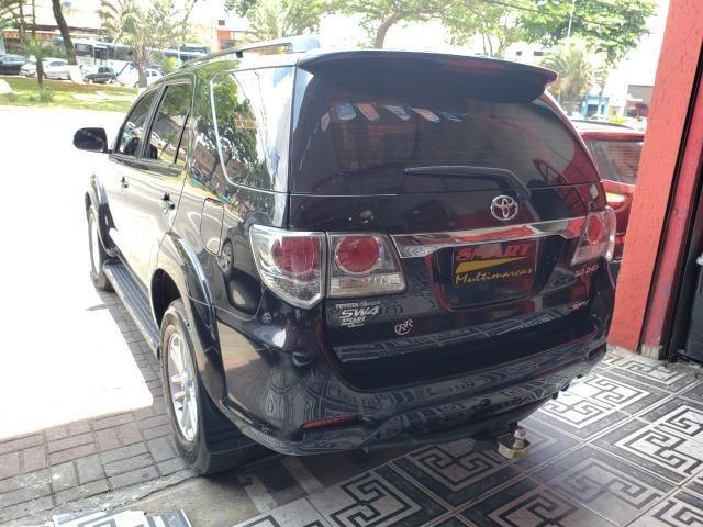 Toyota SW4 SRV 3.0 4X4 2013/2013 Preta - Foto 4