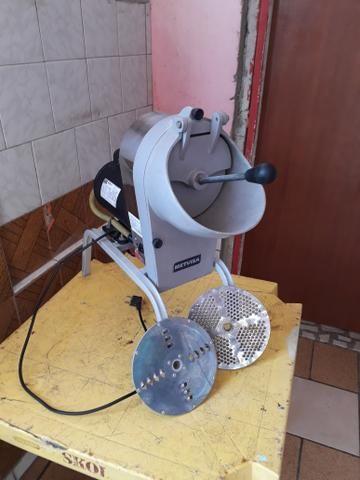 Máquina de ralar queijo semi novo