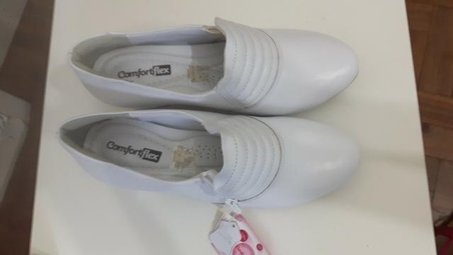 Sapato branco ComfortFlex novo Tamanho 38 - Foto 3
