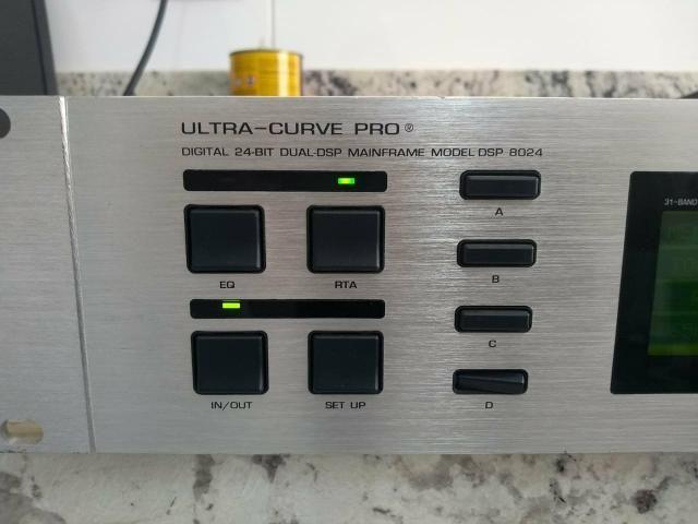 Equalizador Behringer Ultra Curve DSP 8024