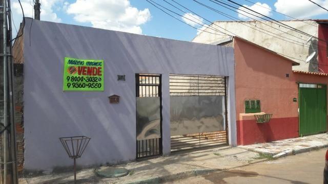 Casa com 03 moradias na Rua 52, Vila Nova