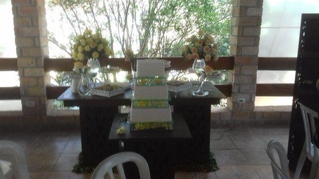 Mesa rústica para festa