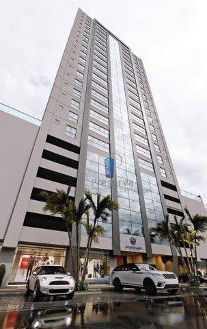 ENTREGA PARA 2024. Apartamento diferenciado, com amplo terraço e único no andar, no Centro