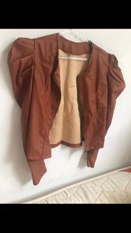 Jaqueta de couro manga bufante