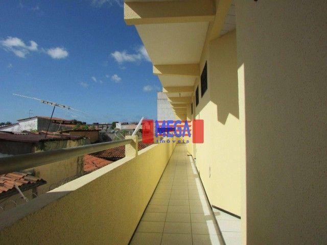 Apartamento com 2 quartos para alugar, próximo à Av. Luciano Carneiro - Foto 2