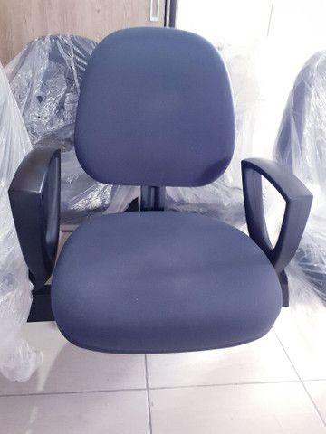 Cadeiras germinada - longarina - com braço 3 lugares - Foto 3