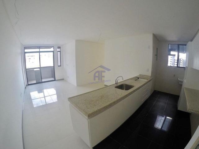 Apartamento com 2 quartos sendo 1 suíte - Prédio com piscina e academia - Ponta Verde