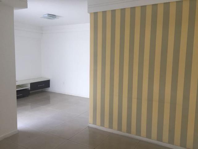 Apartamento térreo com 3 quartos sendo 2 suítes. Pode ser financiado