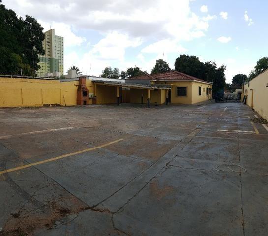 Prédio comercial com 2 blocos e amplo terreno - Foto 2