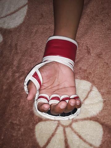 2 luvas de boxe. 1 luva de luta profissional. 6 protetores bocal - Foto 4