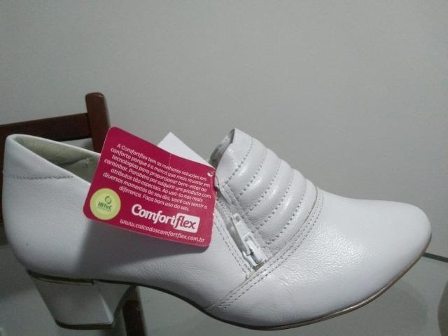 Sapato branco ComfortFlex novo Tamanho 38