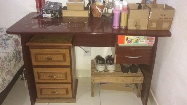 Mesa de madeira sucupira