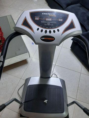 Plataforma Vibratória Up Fitness seminova  - Foto 2