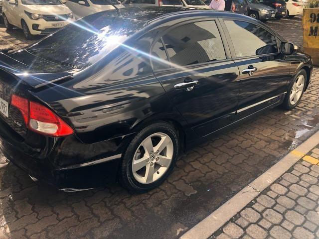 Honda Civic preto manual LXS 1.8 completo com bancos em couro. IPVA 2020 pago