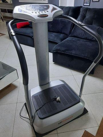 Plataforma Vibratória Up Fitness seminova  - Foto 4