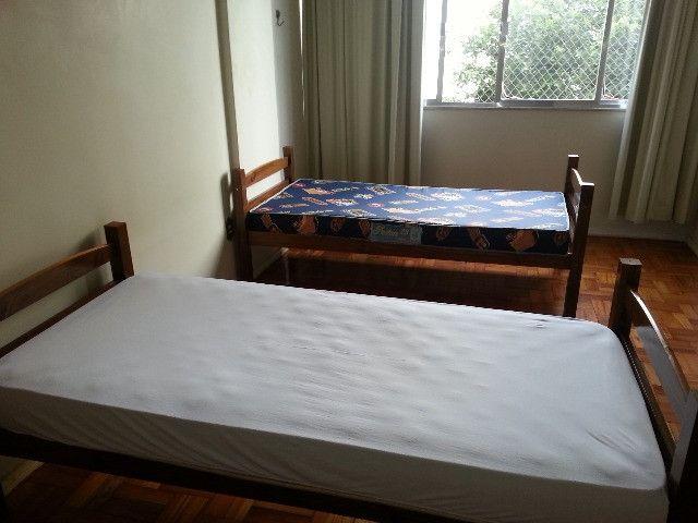 Excelentes vagas e quartos no Ingá - Ótima localização, arejado e iluminado - Foto 7