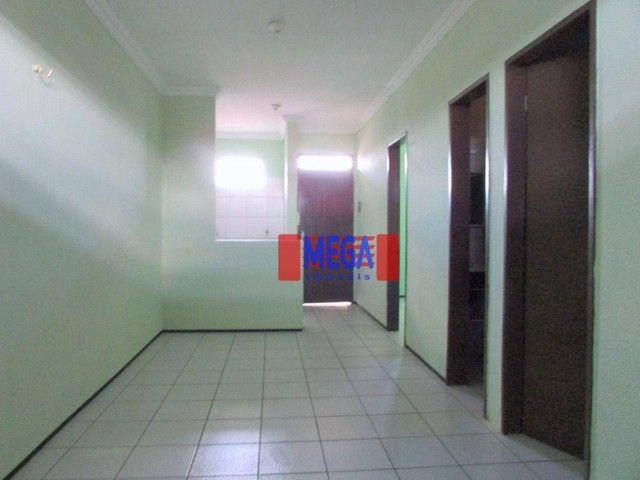 Apartamento com 2 quartos para alugar, próximo à Av. Luciano Carneiro - Foto 3
