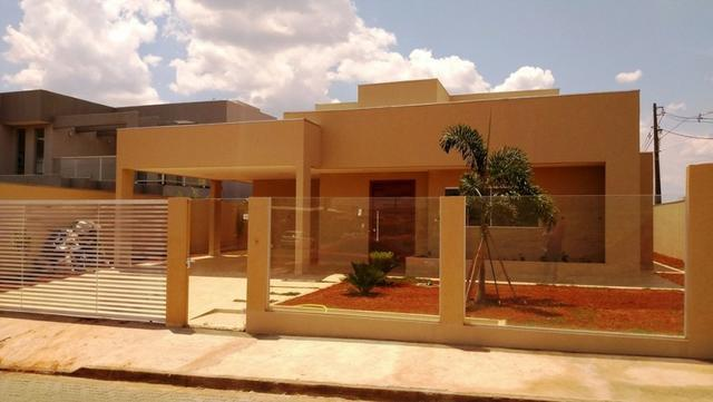 Samuel Pereira oferece: Casa 3 Suites Moderna Armários Churrasqueira Sobradinho CABV