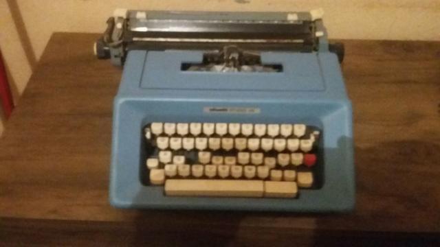 Máquina de escrever e simulador de caminhada e relógio - Foto 3
