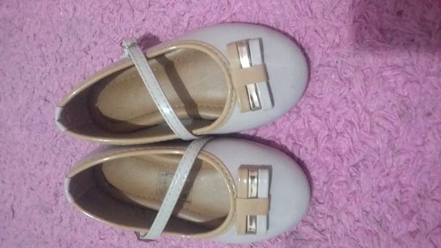 Sapato tamanho23 e sandália 21 - Foto 2