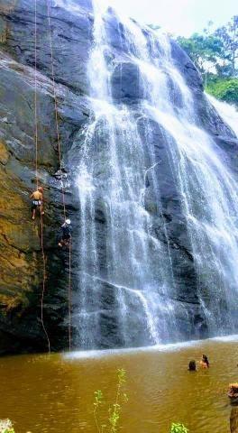 Fazendinha com cachoeira e casa, cena de cinema - Foto 2