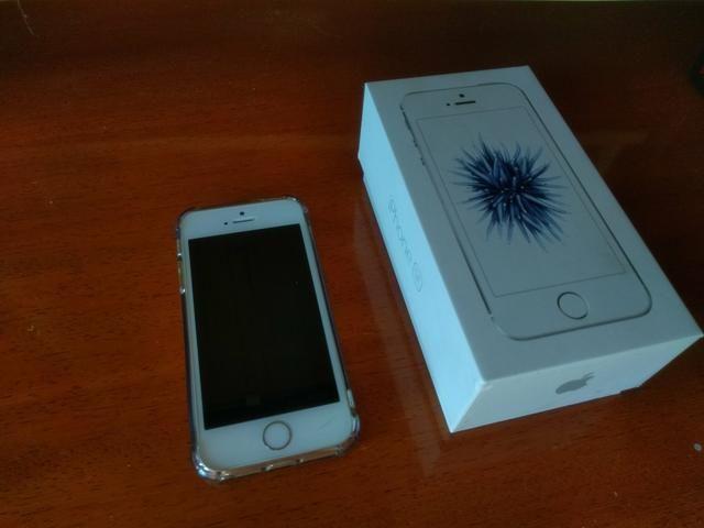 IPhone SE Silver + fone Beats - Foto 4