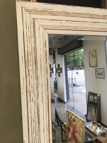 Espelho Grande com moldura branca demolição - Foto 3