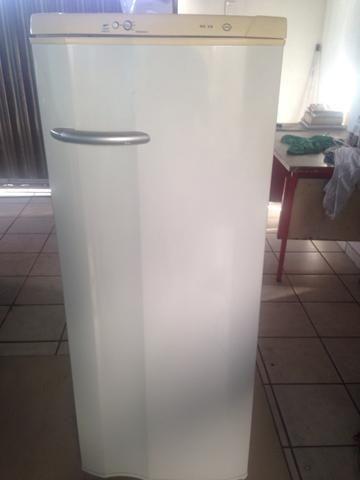 Vende-se geladeira e fogão - Foto 4