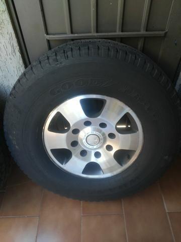 Rodas f250 com pneus goodyear - Foto 3
