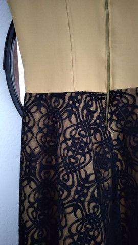 Vestido amarelo com renda preta - Foto 4