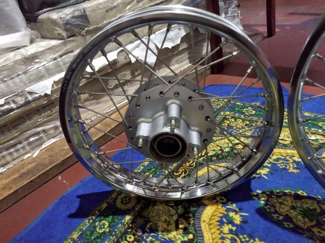 Rodas dianteiro e traseiras da pop 110i original da Honda  - Foto 3
