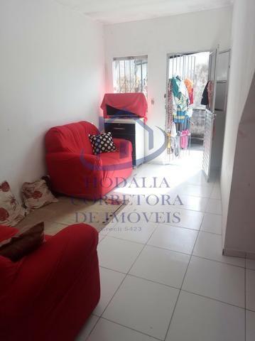 Casa Térrea 2/4, Rua Tranquila, Fácil acesso a Ponto de Ônibus. Em Itapuã