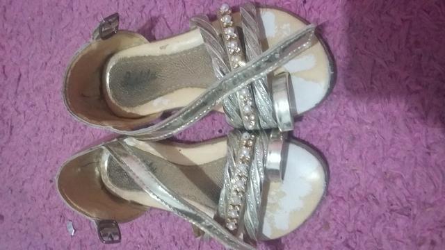 Sapato tamanho23 e sandália 21 - Foto 3