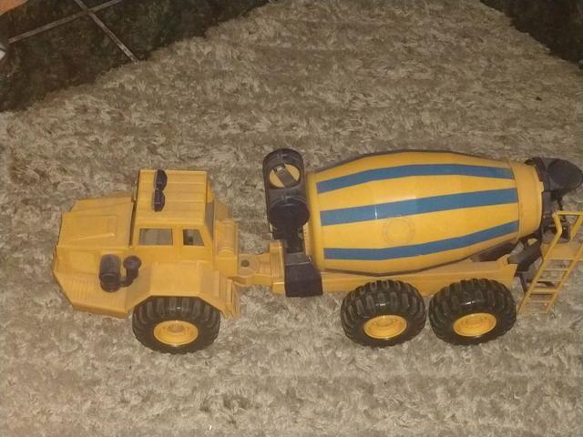 Caminhão de brinquedo - Foto 4