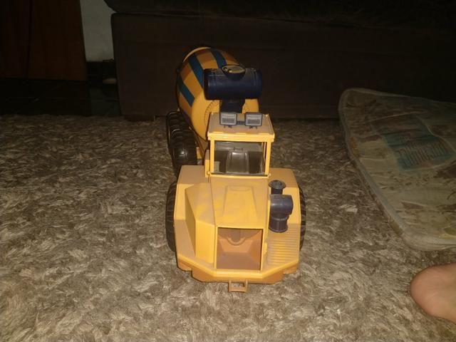 Caminhão de brinquedo - Foto 2