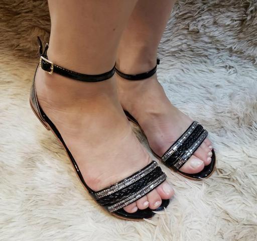 Quem brilha são os seus pés.