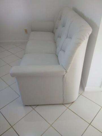 Vendo sofá 3 lugares em couro - Foto 2