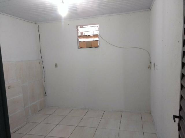 Quitinete com : 1 quarto 1 sala 1 cozinha e banheiro