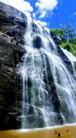 Fazendinha com cachoeira e casa, cena de cinema - Foto 4