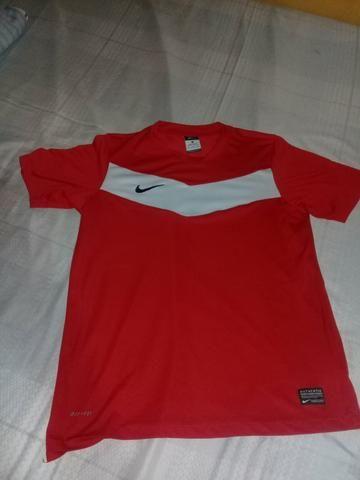 """Camisa nike semi nova """"original"""" por apenas $20,00"""