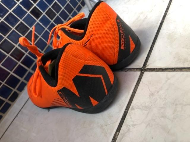 Chuteira Futsal Nike Mercurial Superfly 6 Club - Laranja e Preto - Foto 3