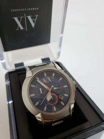 Relógio Armani Exchange fundo azul
