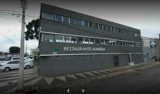 Restaurante completo com clientela formada em funcionamento